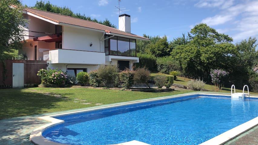 Villa with private pool in Isuskiza, Plentzia
