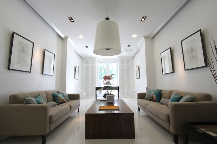 Luxury Private home 4BR/3500sq.ft  BTS Ploenchit