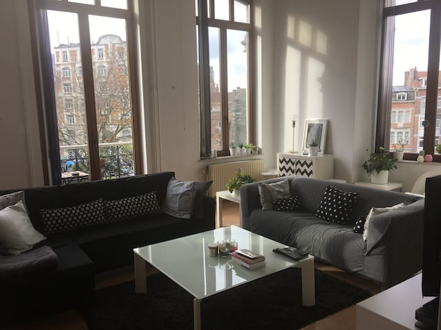 Nice sunny apartment with a view - Schaarbeek - Lejlighed
