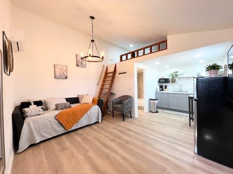Cozy Loft Studio Getaway