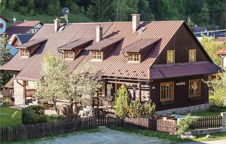 Holiday cottage with 7 bedrooms on 344 m²