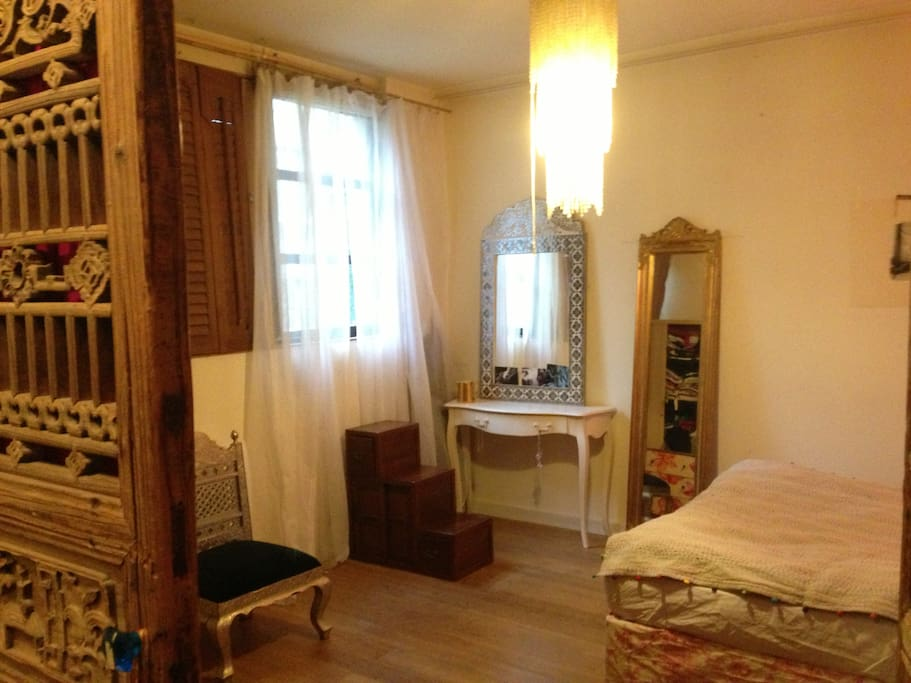Terrace room in paris bastille apartments for rent in for Fenetre bastille
