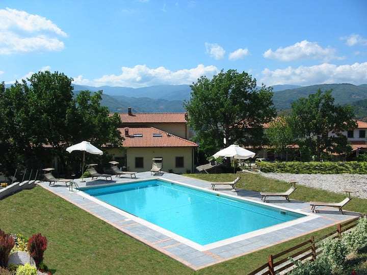 Villa with swimming pool exclusive use of guests