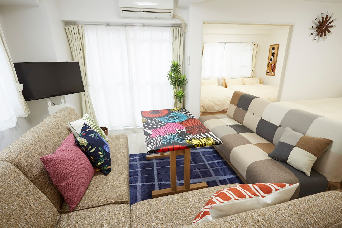 Welcome to my apartments!!Please use it as your stay in Tokyo. You will enjoy it. Living area and Bed room:Dining sofa and Sofa bed also converts into a single size(97×195cm)bed