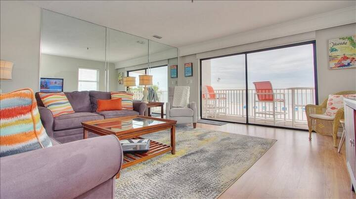 SB208: Location, Lifestyle, Captivating Gulf Views in Popular Madeira Beach