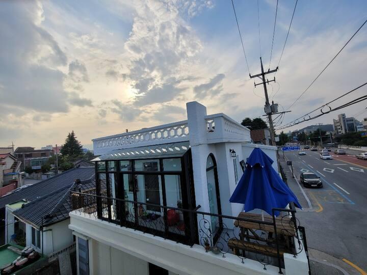 GolfPlace House / 포근한 별채 / 나무계단 2층 (1팀 독채 이용/조인X)