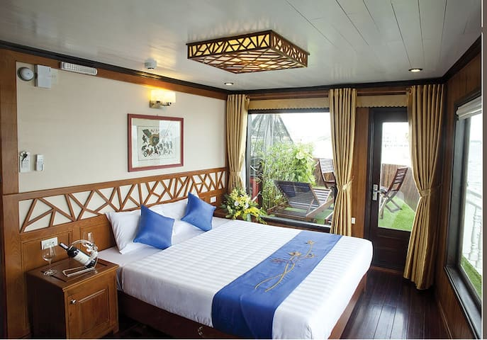 Three bedrooms on luxury cruise - Ha Long - Mökki