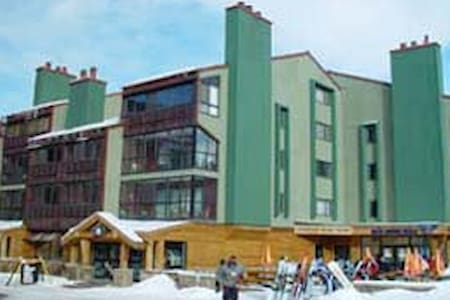 Copper Junction Ski In/Out Sleeps 6 - 아파트