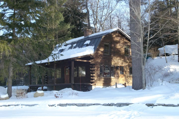 Log Cabin on Lake Rescue/Near Okemo - Ludlow - House