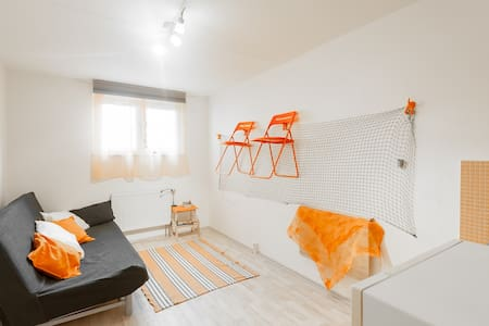Orange Apartment - Praga