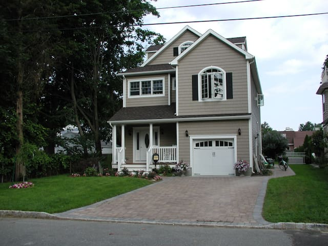 Beautiful home 1 mile manasquan beach heated pool - Brielle - Hus