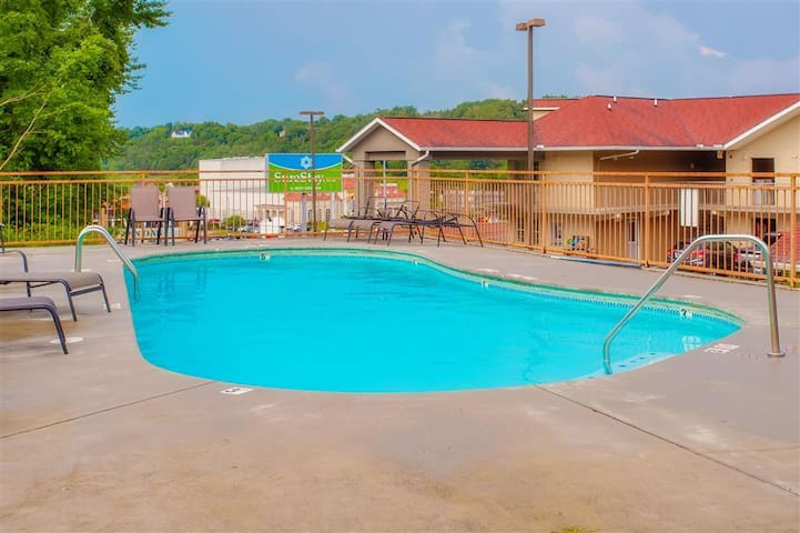 2-bedroom cabin in the heart of Pigeon Forge