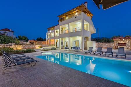 Luxury villa with swimming pool,barbeque &sea view