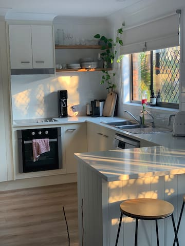 Cosy unit walking distance to the beach!
