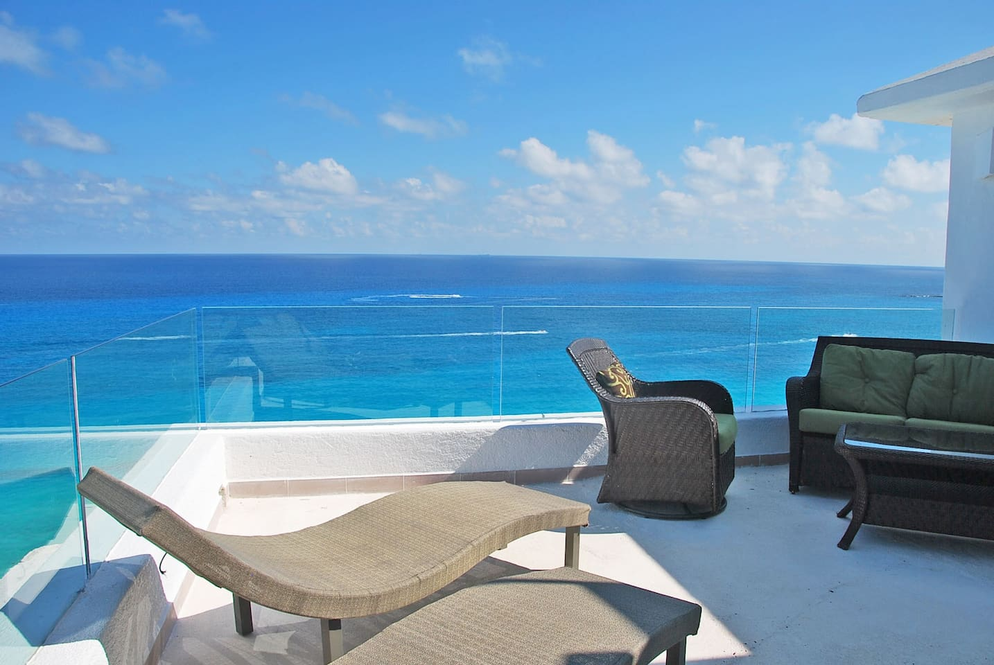 The views from Penthouse #3000 are beyond amazing.  I have been taking care of penthouse units exclusively in Cancun since 2004.  These are the nicest views I have yet seen.  #3000 features two terraces, first we will look at the ocean side terrace.