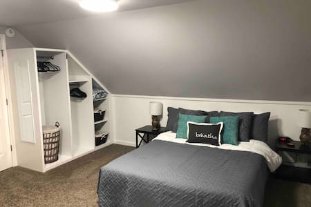 """Beautiful """"Studio"""" your home away from home!"""