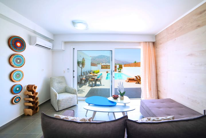 Hypnosis Suite Private Pool and 100 m from beach