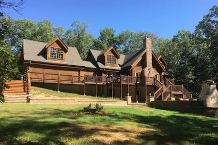 Beautiful Log Home within Wine Country