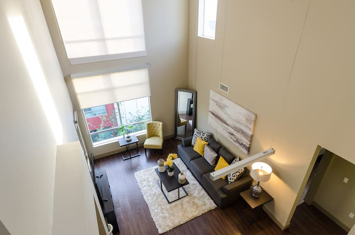 Hugh 3Bed/2Bath Penthouse in HOLLYWOOD (6BEDS)