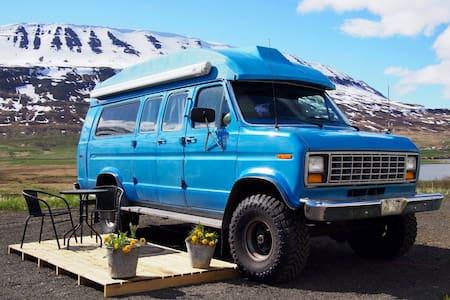 Vintage Van with a stunning view! - Akureyri
