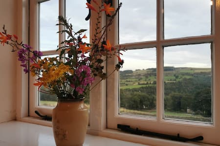 Farmhouse in the Peak District -relax, walk, cycle