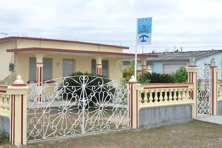 B & B La Family  - Habitación - 2 - Playa Giron - Hus