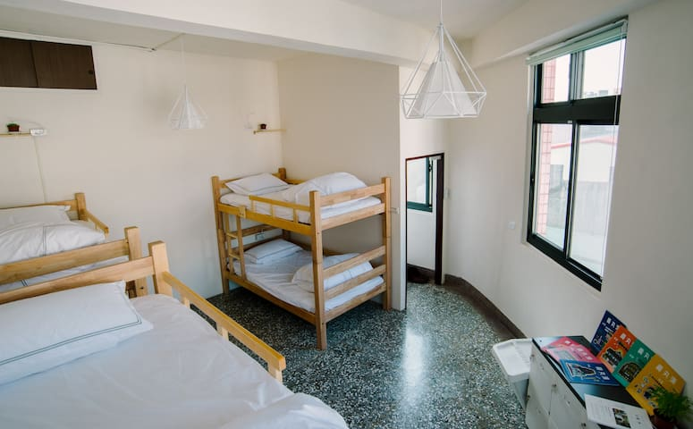 Hsinchu Warm & Wall Hostel - North District - Pension