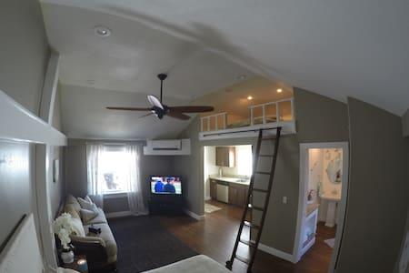 Charming Beach House - Daytona Beach - Haus