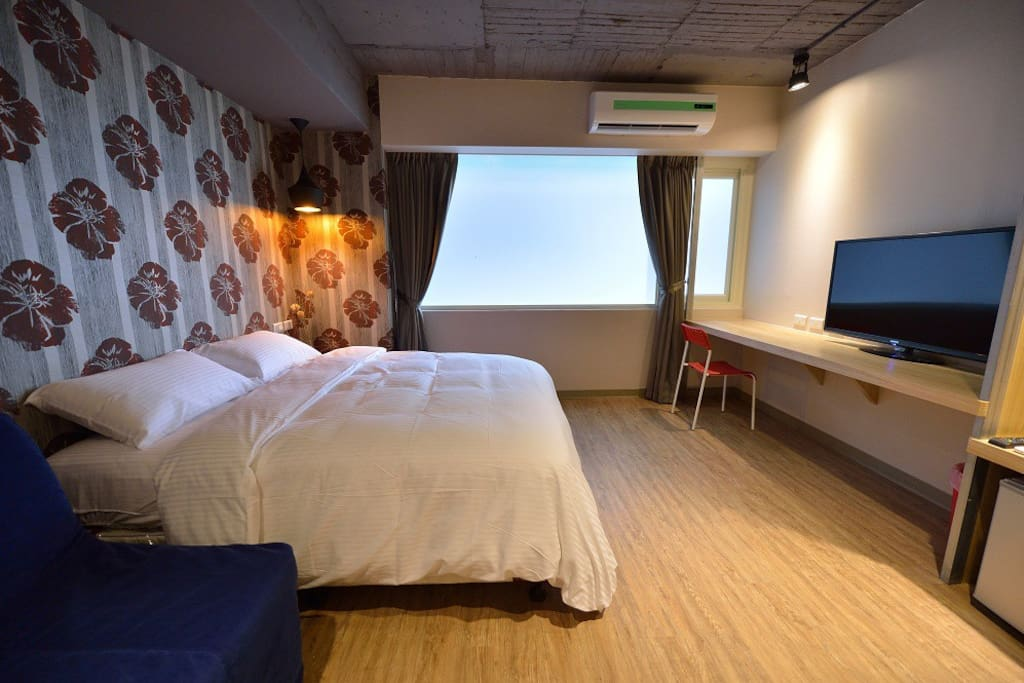HEART OF TAIPEI CITY !! Suite apartment with Deluxe service. all crews friendly. at the Taipei CBD close SOGO department store. 1 min way by walk from ZhongXiao FuXing MRT station Exit#4