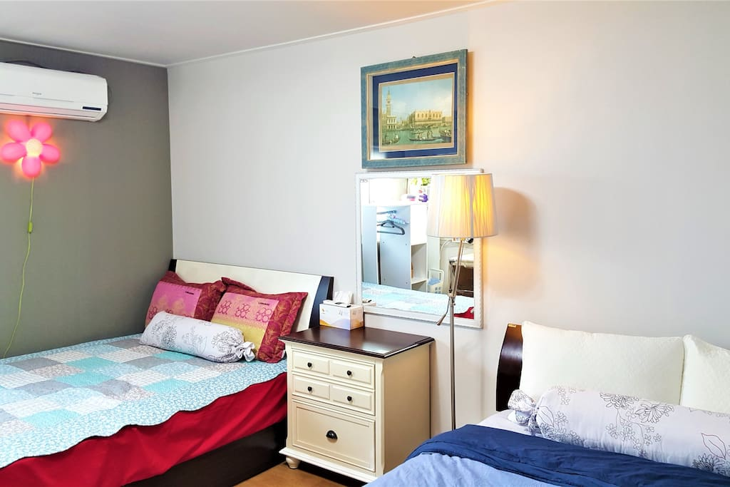 Queen-sized two beds(sutiable for 2people)