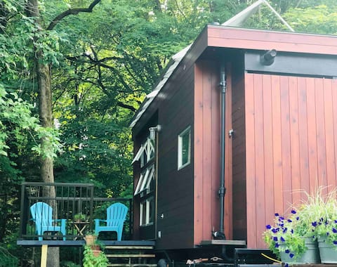 Riverside Tiny Home minutes from Saratoga