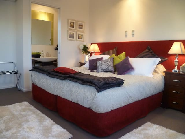 Luxury King/twin en suite studio with breakfast - West Melton - Bed & Breakfast