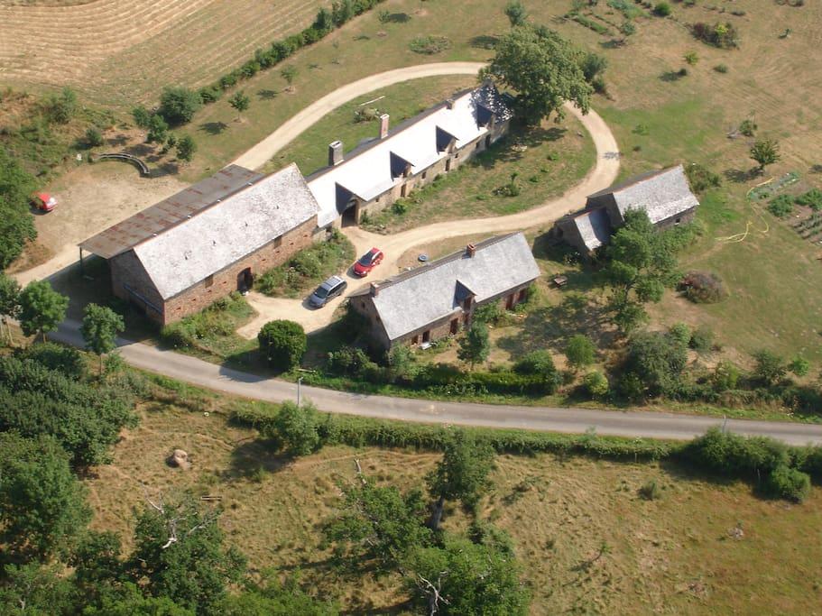 Vue aérienne du gîte et de la ferme