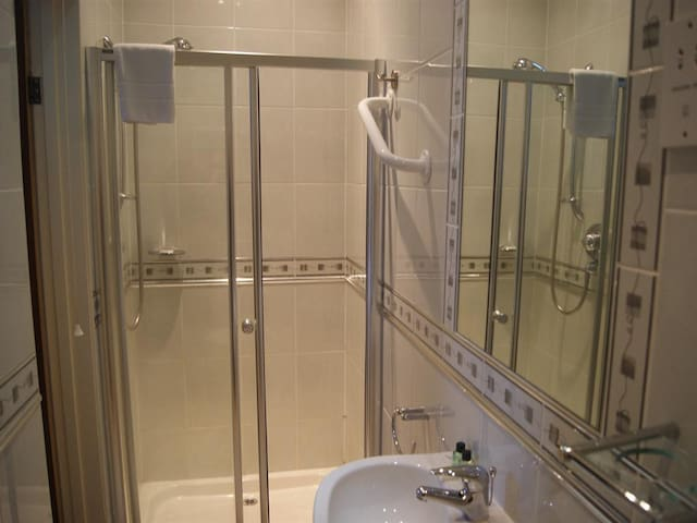 Exmouth single room With Leisure Facilities