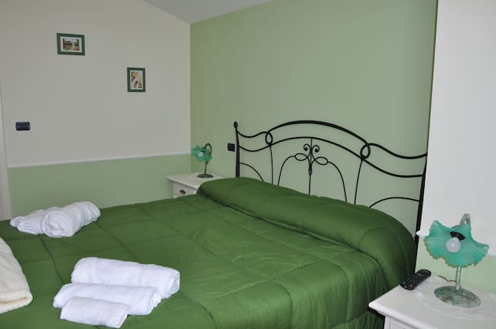 Stanza Privata Camera Verde - Paternopoli - Bed & Breakfast