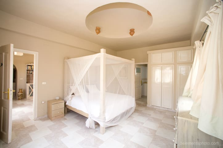 Spacious, romantic, ensuite master bedroom