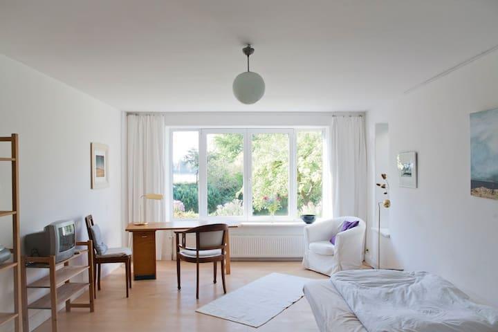 Schönes Zimmer mit Wasserblick - Lubeck - Apartemen