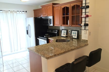 Furnished Condominium - Miami - Apartment
