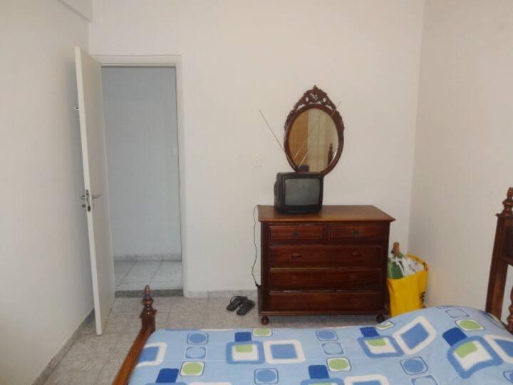 Apartamento no Guarujá perto da praia e mercado