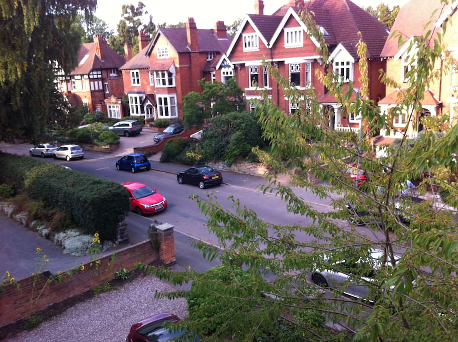 The neighbourhood here in Moseley only 2 miles from the city.