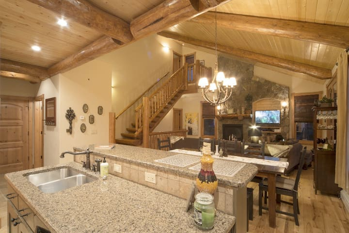 Newer High-End Mountain Cabin 12-14 - Fraser - Huis