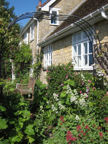 Shaftesbury lovely village b&b and Shepherd Hut - Stour Row - Bed & Breakfast