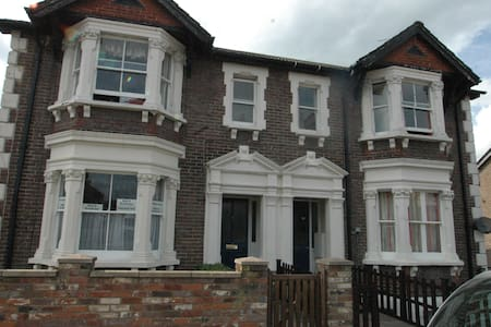 Single Room - Guest house -TRING, HERTFORDSHIRE - Tring