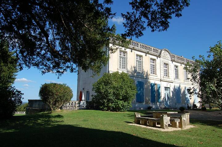 Elegant Chateau Apartment within landscaped Park