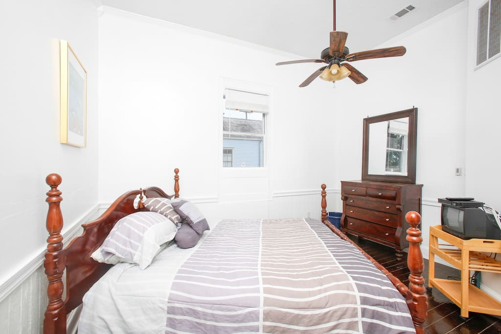 Bright and Cozy Bywater 1 Bedroom
