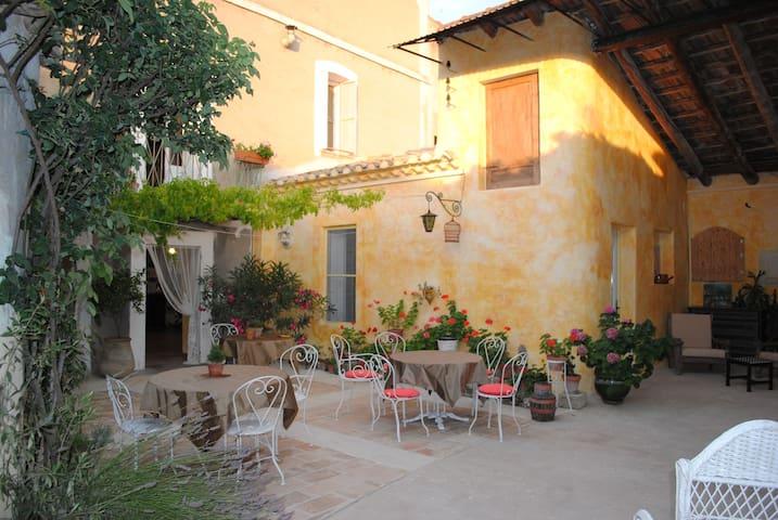 chambres d'hôtes en Petite Camargue - Boisseron - 家庭式旅館