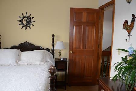 Sunny room in a quiet neighborhood - Луисвилль