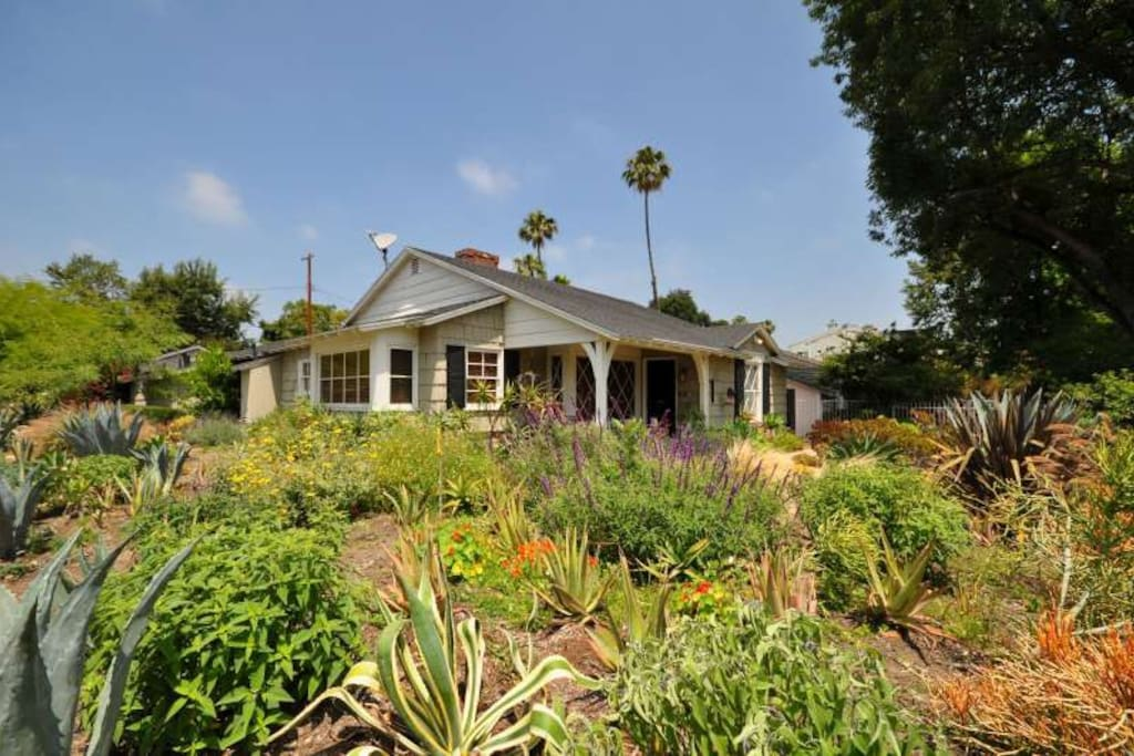 Ranch Style Studio City home near Hollywood & major Studios
