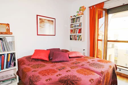 COSY BEDROOM CRISIS ADPATED&WIFI - Valencia - Apartment