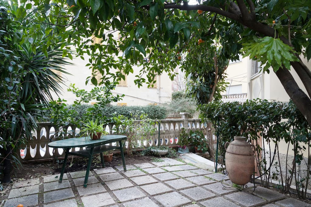 Il giardino e l'ingresso appartamento